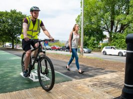 photo of people using robin-park-road-cycle-way-and-footpath